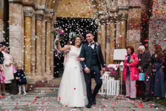 wyjście z kościoła po ślubie